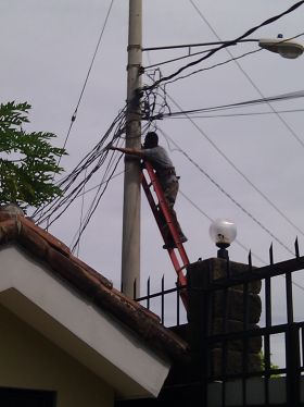 Technician installing Internet in Nicaragua – Best Places In The World To Retire – International Living