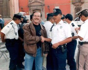 Lane Simmons with police officers in San Miguel de Allende – Best Places In The World To Retire – International Living