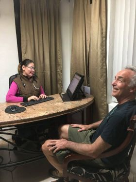 Chuck Bolotin in consult with doctor in Ajijic, Mexico – Best Places In The World To Retire – International Living