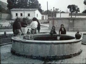 Ajijic locals around a well in the 1940's – Best Places In The World To Retire – International Living