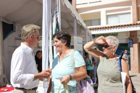 Carl Timothy greeting expats at the Vallarta Real Estate Fair, Puerto Vallarta, Mexico – Best Places In The World To Retire – International Living