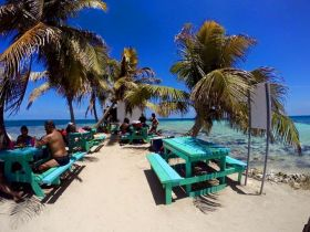 Expats picnicing on the beach in Placencia, Belize – Best Places In The World To Retire – International Living