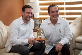 Foreign ministers of Panama and Equador wearing guayabera shirts – Best Places In The World To Retire – International Living