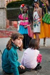 Girls watch a model work, San Miguel de Allende, Mexico – Best Places In The World To Retire – International Living