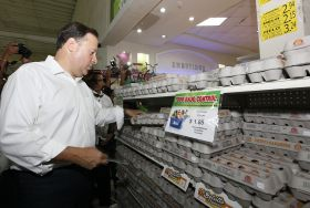 "Panamanian President Varela monitors the application of the price control in front of a sign that reads ""everything under control."" – Best Places In The World To Retire – International Living"
