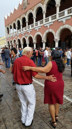 Retirees dancing in the streets of Merida, Mexico – Best Places In The World To Retire – International Living