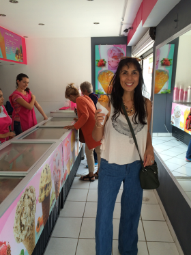 Expats and Jet Metier of Best Places in an ice cream store, Ajijic, Mexico – Best Places In The World To Retire – International Living