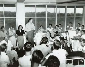 Bob Hope and Francis Langford entertaining Coco Solo hospital in the Panama Canal Zone – Best Places In The World To Retire – International Living