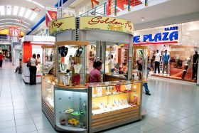 golden frog jewelry kiosk in Albrook Mall, Panama City, Panama – Best Places In The World To Retire – International Living