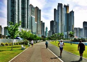 Cinta Costera Panama City Panama with expats jogging – Best Places In The World To Retire – International Living