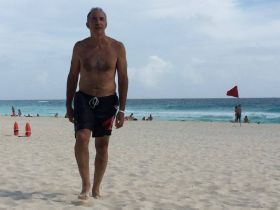 Chuck Bolotin at beach in Cancun