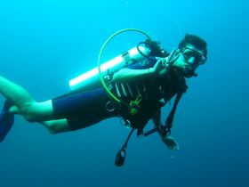 Scuba diver near Pedasi, showing peace sign – Best Places In The World To Retire – International Living