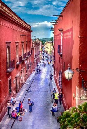 Downtown street in San Miguel de Allende at sunset – Best Places In The World To Retire – International Living