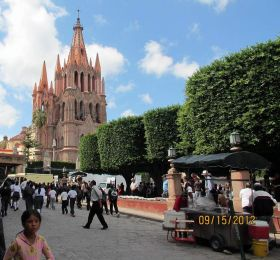 People walking outside the parroquia in San Miguel de Allende – Best Places In The World To Retire – International Living