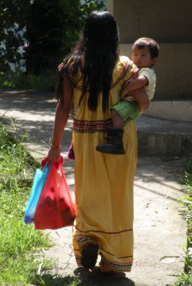 A local Panamanian Indian gril with her baby, expecting another – Best Places In The World To Retire – International Living